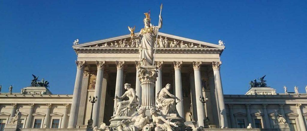 Symbolfoto Gemeinden und Behörden - Parlament Wien
